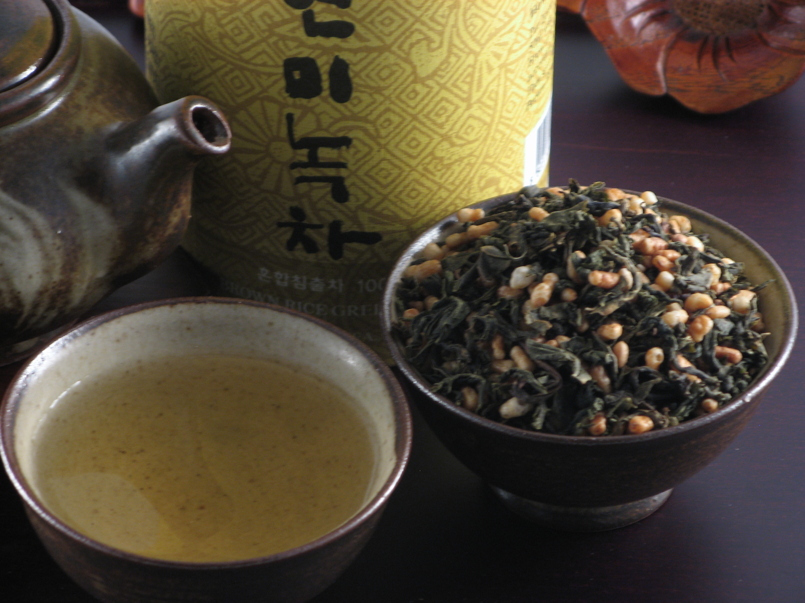Loose tea blend and steeped tea in Duri Tobang Tea Set.
